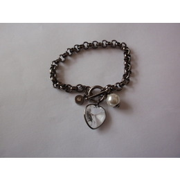 Bracelete de Metal com Pingente de Coração, Perola e Cristal