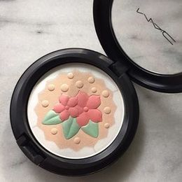 Pronta Entrega - MAC In For a Treat Pearlmatte Powder - Produto Original