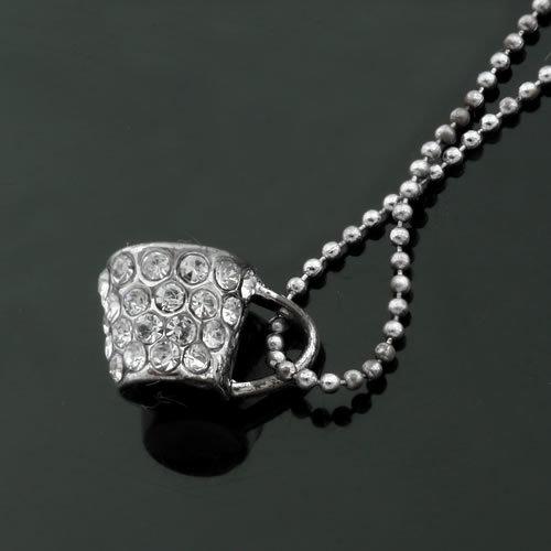 Colar com pingente de  diamante-bijouteria