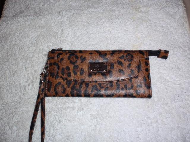 Carteira Bolsa Kate Flap Wristlet, Leopardo - Nicole Miller