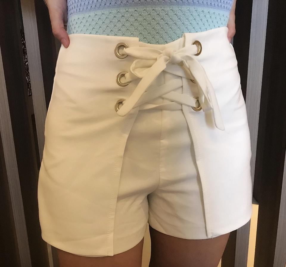 Shorts Lua ilhós