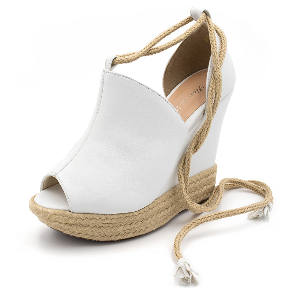 4fc67d9b68 Sandália Anabela Salto Plataforma Branca Amarrar na perna - GiselaCosta