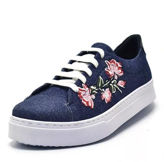 1658fbeba8 Tênis casual feminino jeans bordado flor - GiselaCosta