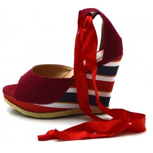 e2c16eedad Sandália Anabela salto plataforma listrado vermelha amarrar na perna ...