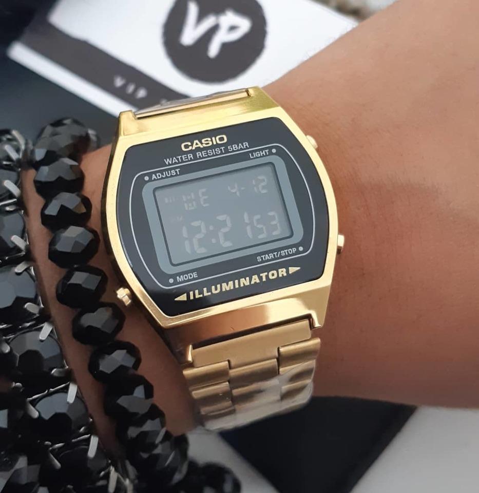 f6bf282347d Relógio Casio retro dourado com preto e kit de pulseiras - Vip Times