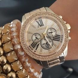 e0b4a075d1b Relógio Dourado Michael Kors com fundo cravejado e Marca Data