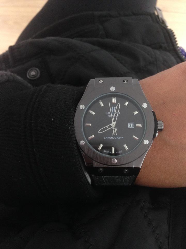 308a60b4976 Relógio Hublot Geneve preto com marca data - Vip Times