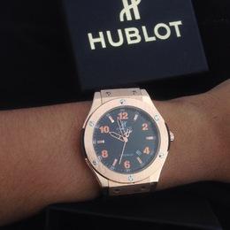 fd39a05a7bd Relógio Hublot rose e black com marca data