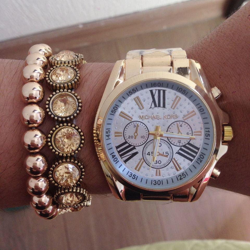 Relógio Michael kors dourado com fundo branco com strasss + kit de pulseiras 4ca2dbf8d4