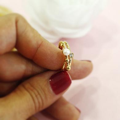 Anel folheado em ouro 18k com perola e cristais
