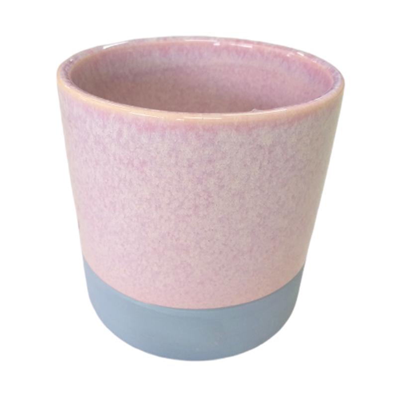 Cachepot de cerâmica rosa com acabamento em cimento na base