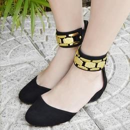 Sapato Preto com Metal Dourado