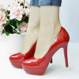 Sapato Meia Pata em Couro Verniz Vermelho
