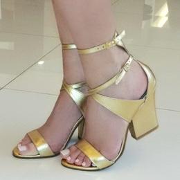 Sandalia em Couro Dourado Liso