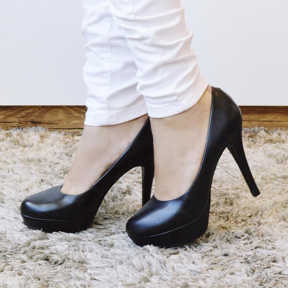 Sapato Classico Meia Pata em Couro Preto