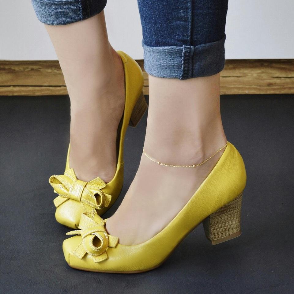 Sapato em Couro Amarelo