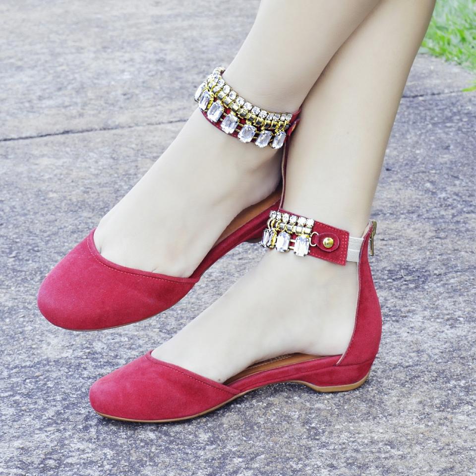 Sapato Pedraria em Couro Cereja