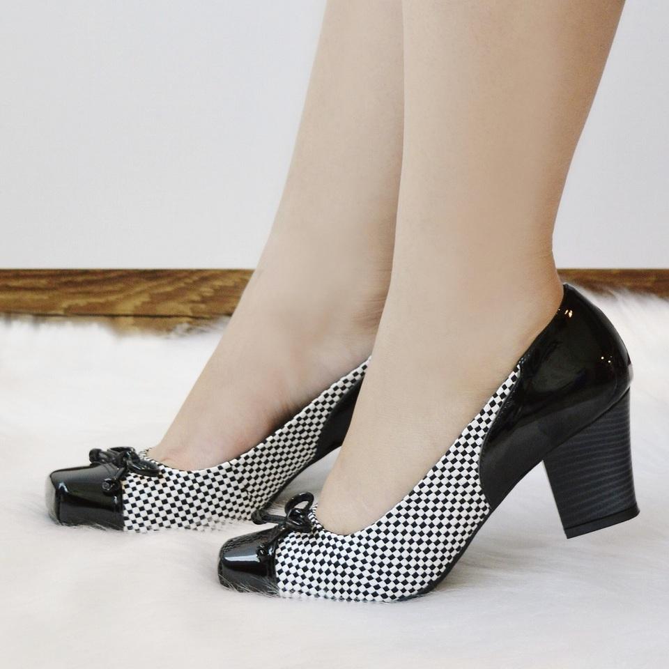 Sapato Salto Medio Quadriculado Preto