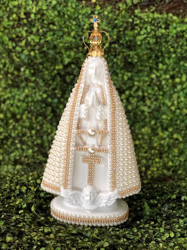 Nossa Senhora Aparecida perolas com coroa metal 30cm