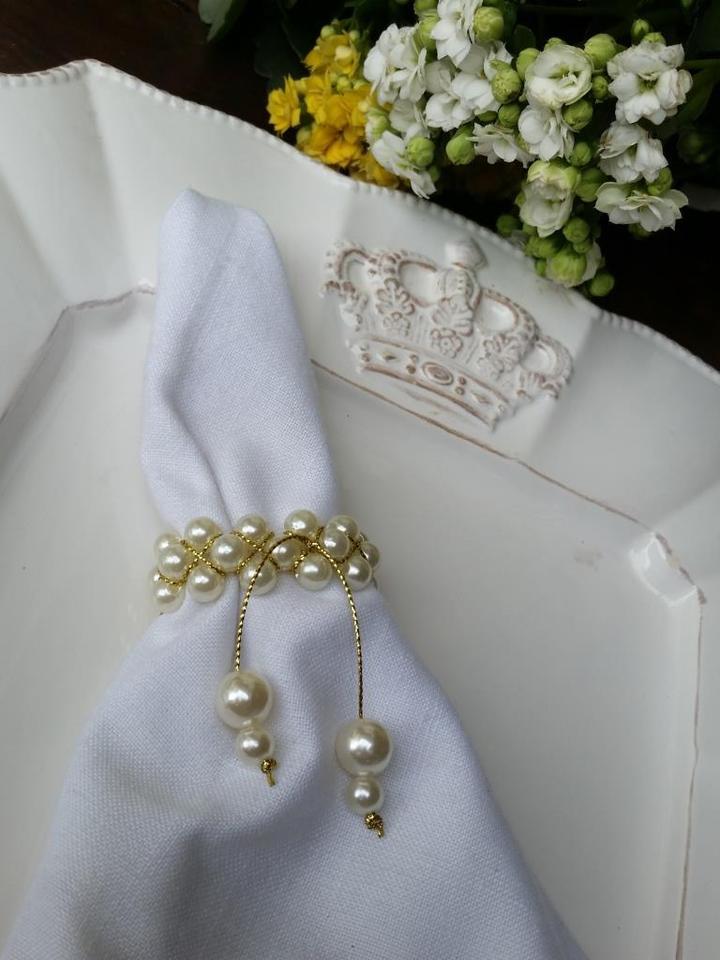 Porta Guardanapo Transado em Perolas com detalhes dourados