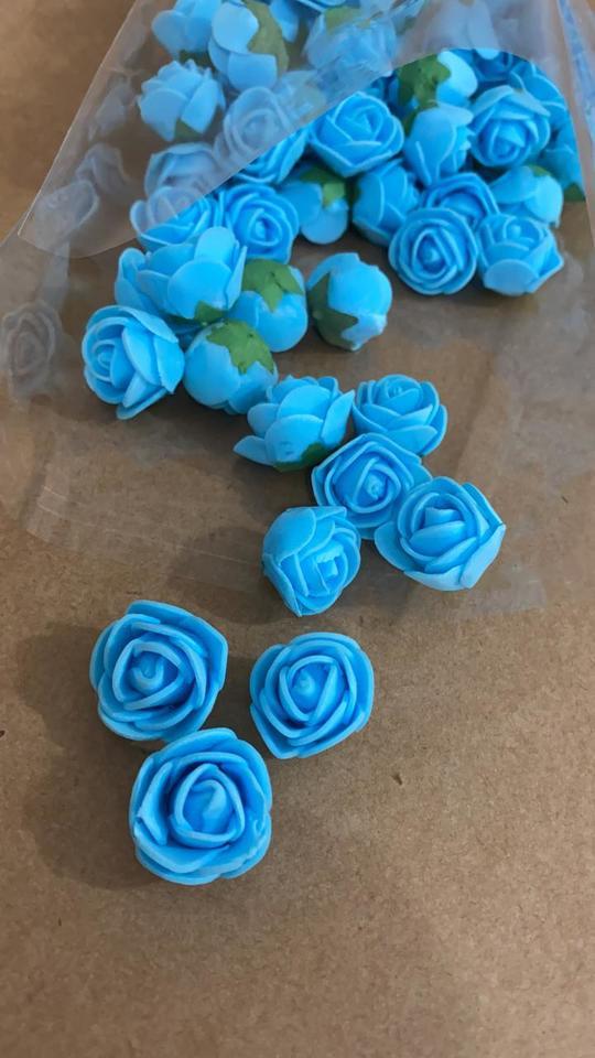Flores em EVA azul