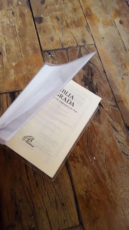 Bíblia com capa plastica para decorar