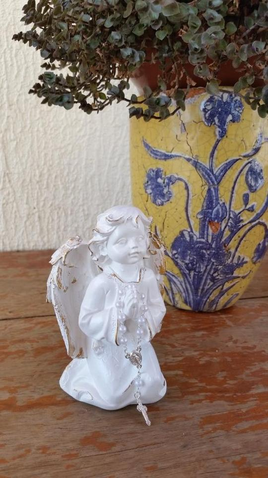 Anjo da Guarda Ajoelhado com Mini terço