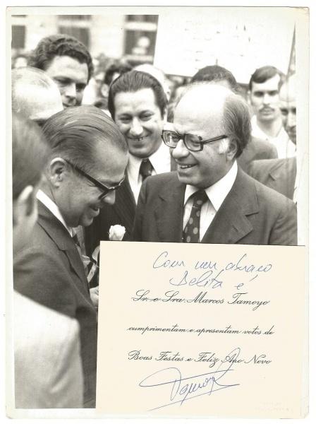 689dfd2a662f1 Fotografia Marcos Tamoyo com Cartão Autografado e Floriano Peixoto Faria  Lima Inauguração da Nova Cinelândia em 1976
