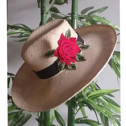 Chapéu Panamá Natural com aplicação de flor b67514fef8e