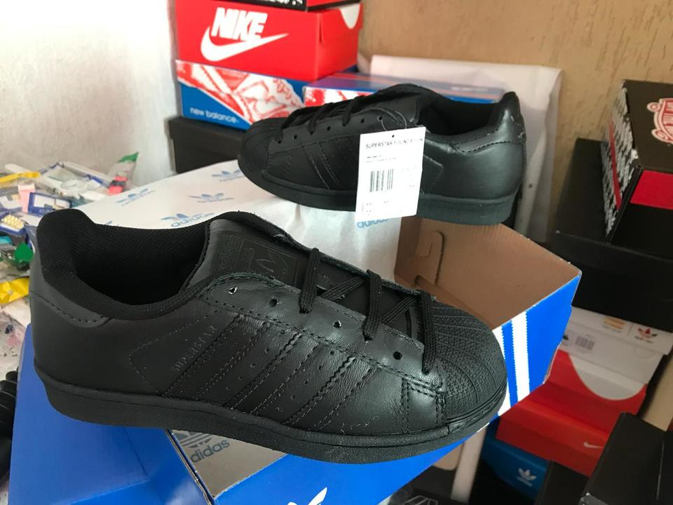 97a2f1d1612 Tenis Adidas Superstar All Black Todo Preto - Mozarts Fitch Outlet
