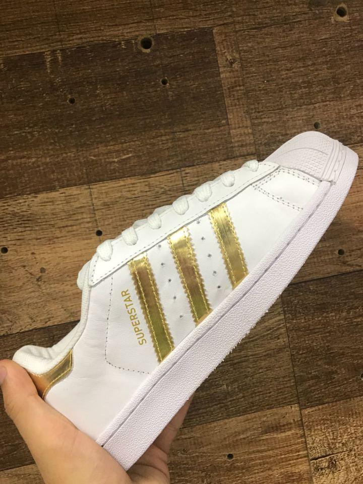 9df0ce7d4da Tenis Adidas Superstar Branco e Dourado - Mozarts Fitch Outlet