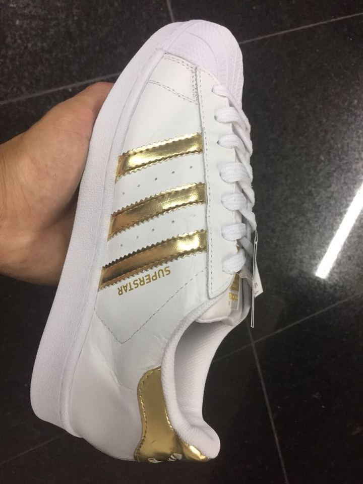 db0cc13d7c1 Tenis Adidas Superstar Branco e Dourado - Mozarts Fitch Outlet