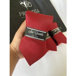 Gravata vermelho escuro