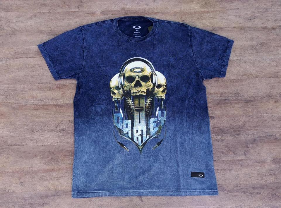 Camiseta Oakley Skull Phones - Tecido Especial Camiseta Oakley Skull Phones  - Tecido Especial f5ddcfc405d
