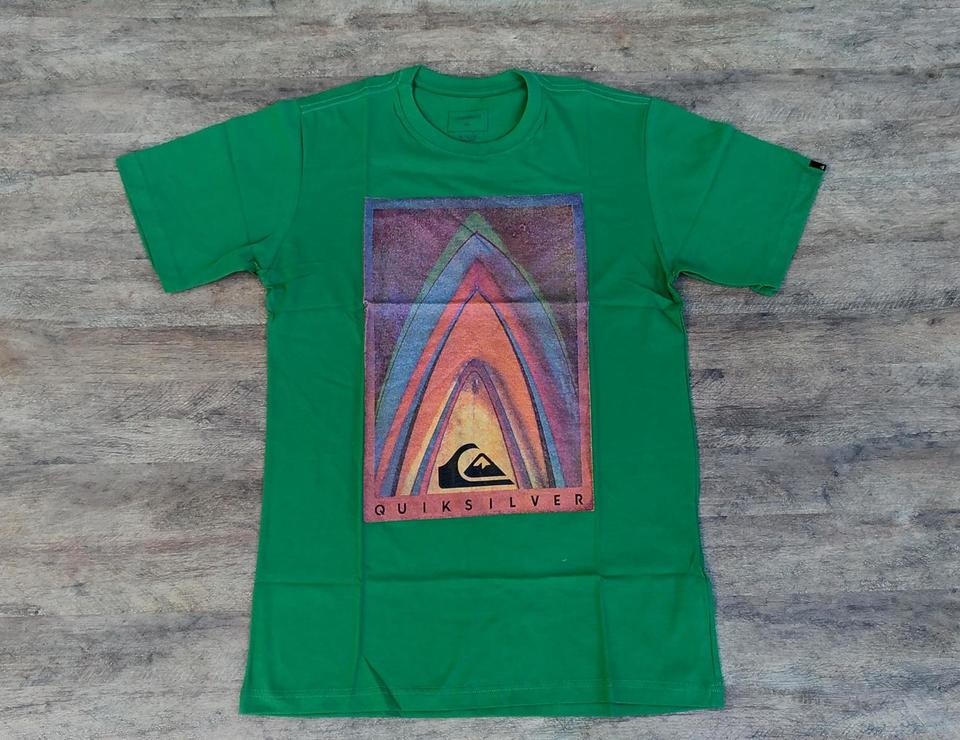 8d79feb5e0fb2 Camiseta Quiksilver Boards Verde Camiseta Quiksilver Boards Verde