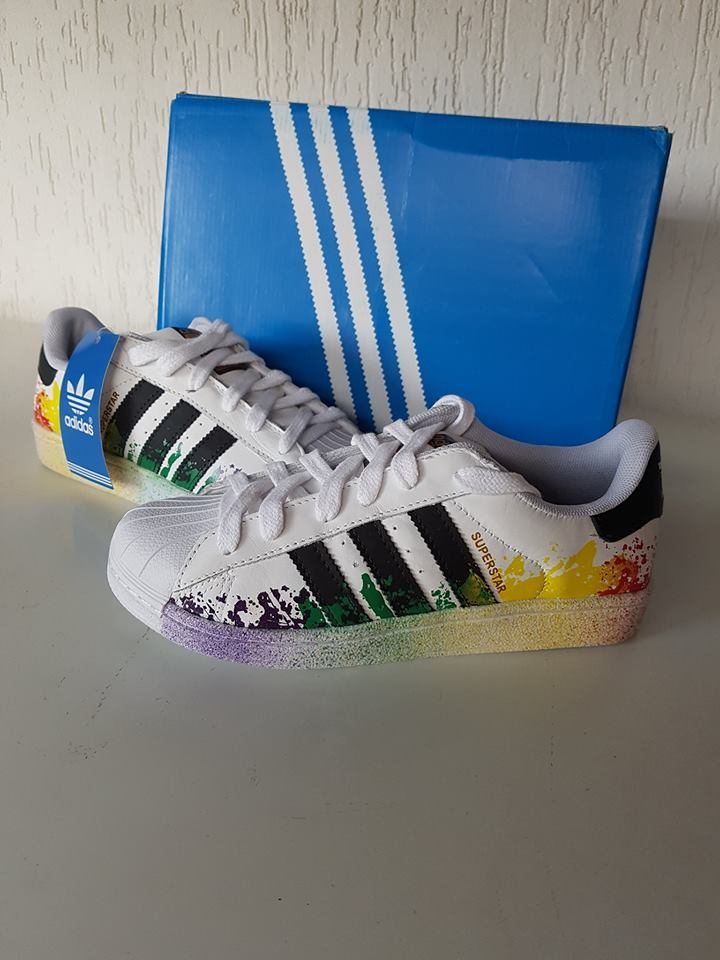 ce38f5f7ffd Tênis Unissex Adidas Pride Pack - Linha 7a Premium Tênis Unissex Adidas  Pride Pack - Linha 7a Premium