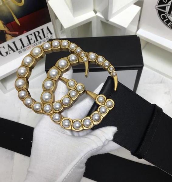 54d78319a19e5 Cinto Gucci Dourado com Pérolas - Puro Luxo Acessórios